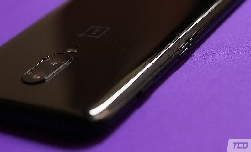 OnePlus 6T Design - Alert Slider, Volume, and Power Buttons