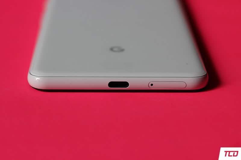 Google Pixel 3 XL Design - USB-C Port and Microphone on bottom