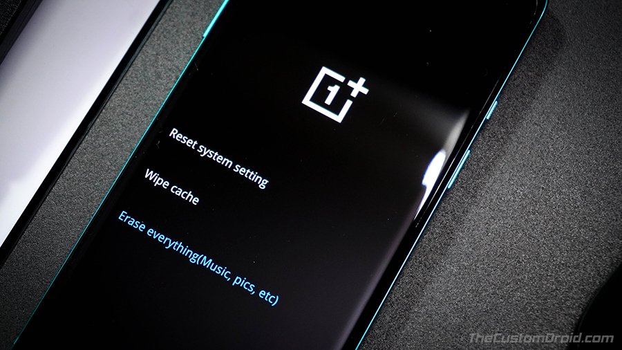 "Select ""Erase Everything"" in OnePlus 8 (Pro) Stock Recovery"